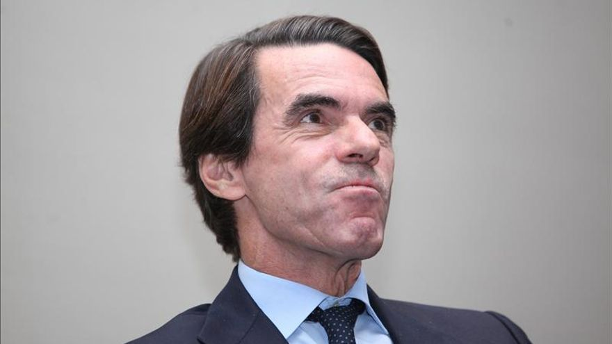 """Aznar: España dejó atrás la recesión y tendrá """"crecimiento moderado"""" en 2014"""