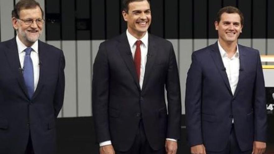 Rajoy, Sánchez y Rivera, antes de un debate durante la campaña del 26J.