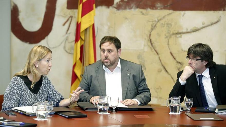 """El Govern asegura que sólo """"comunicó"""" a la CE que Puigdemont iba a Bruselas"""