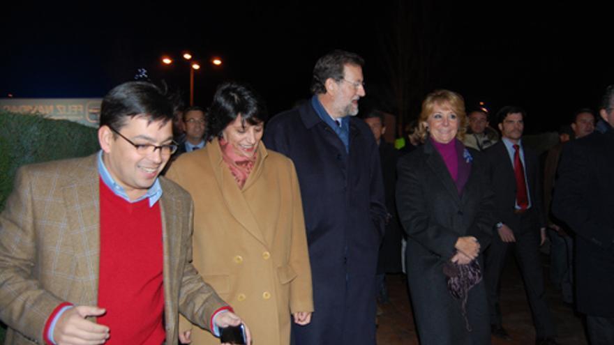 David Erguido junto a la alcaldesa de Algete, Inmaculada Juárez, Mariano Rajoy y Esperanza Aguirre en la fiesta de Navidad del PP en Algete en 2009. /cronicanorte.es