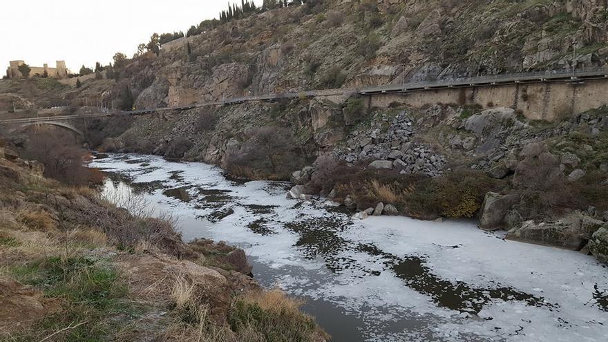 Río Tajo con espumas / Plataforma Río Tajo Vivo