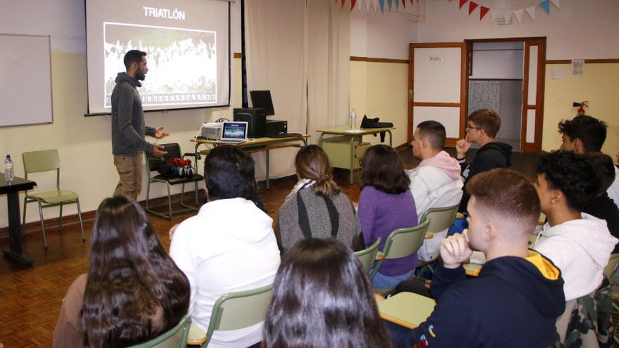 Vicente Hernández durante su charla de este jueves a los alumnos del IES Pérez Minik.