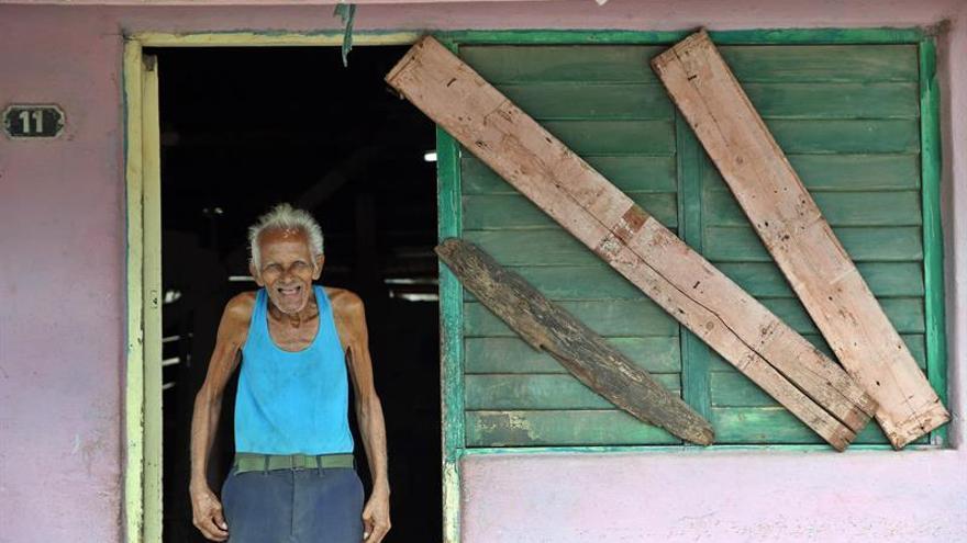 Irma avanza por el norte de Cuba como huracán de categoría 5