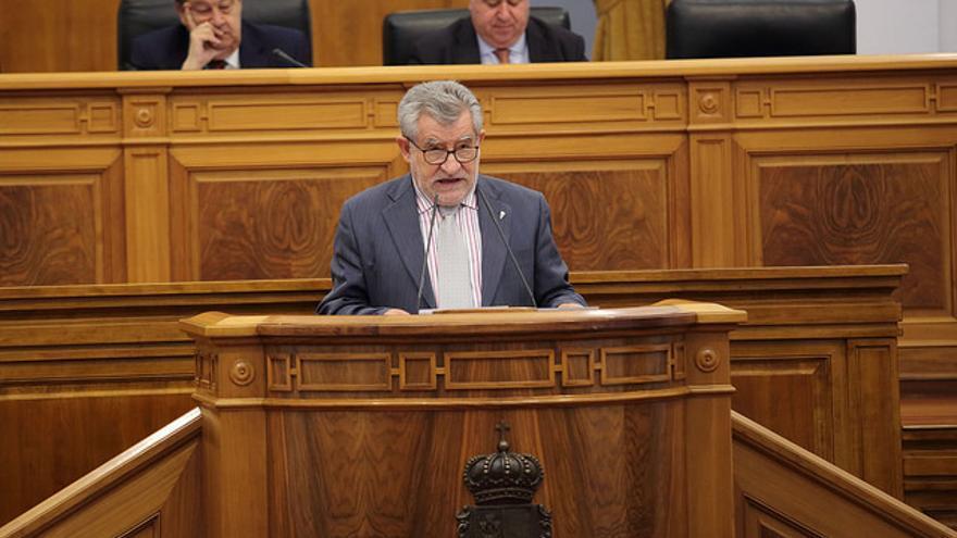 Ángel Felpeto, en el pleno de las Cortes regionales