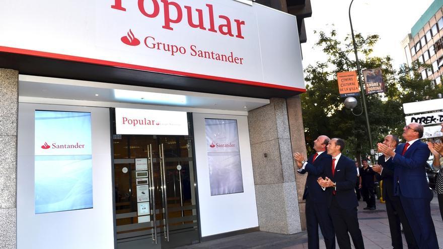 Santander empieza a integrar la marca Popular y permite a sus clientes usar los cajeros de ambas sin coste