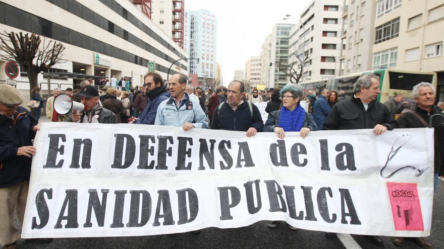 Manifestación convocada por la Marea Blanca Gaditana.