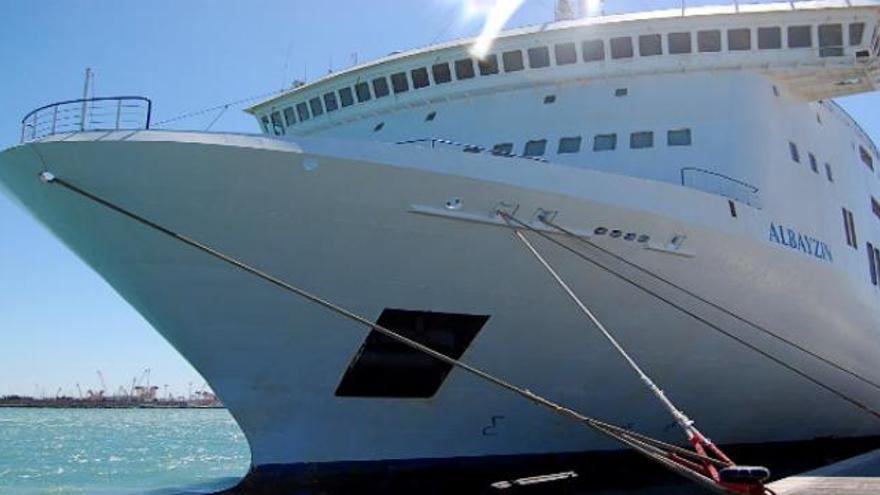 El 'Albayzin', barco de Acciona que conecta Canarias con Cádiz