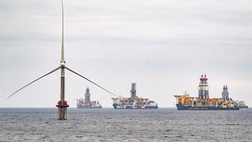 Primera turbina eólica marina instalada en España