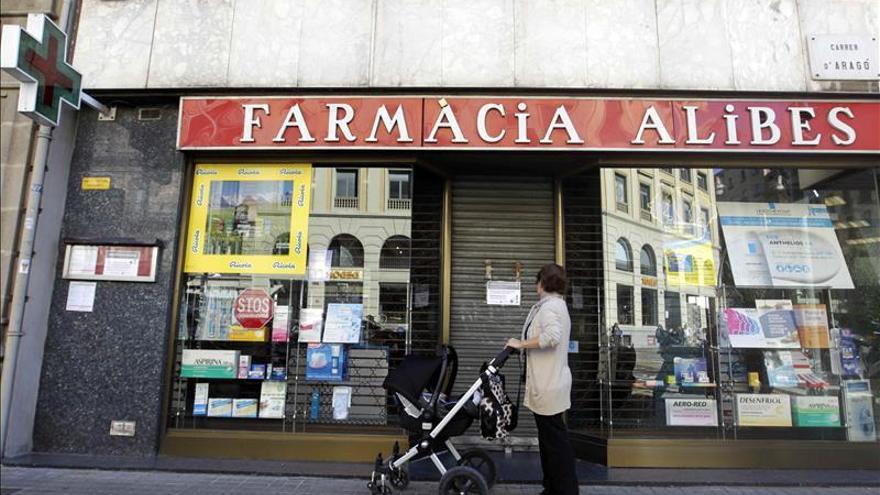 Las farmacias catalanas cobran la factura de julio, pero la deuda no baja