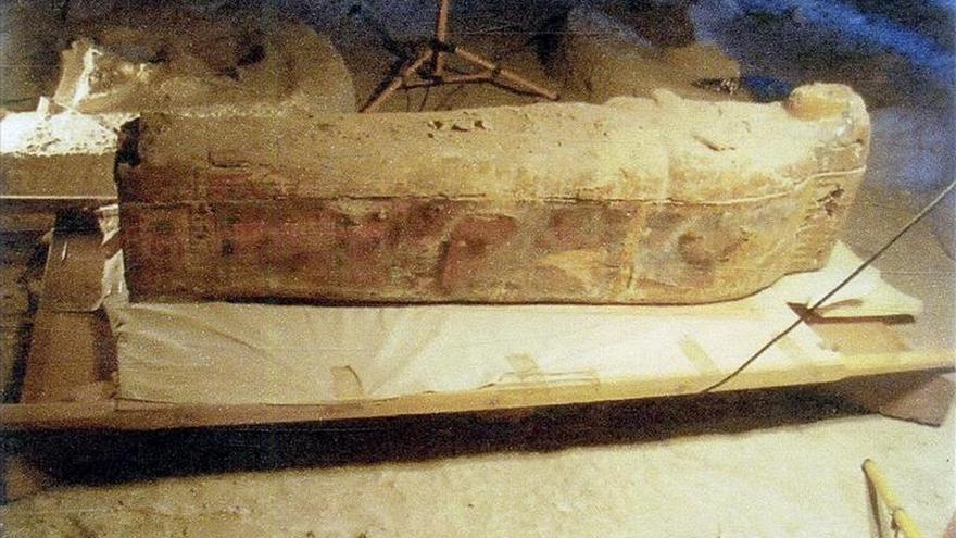 Arqueólogos españoles hallan el sarcófago y la momia de una cantora de Amón