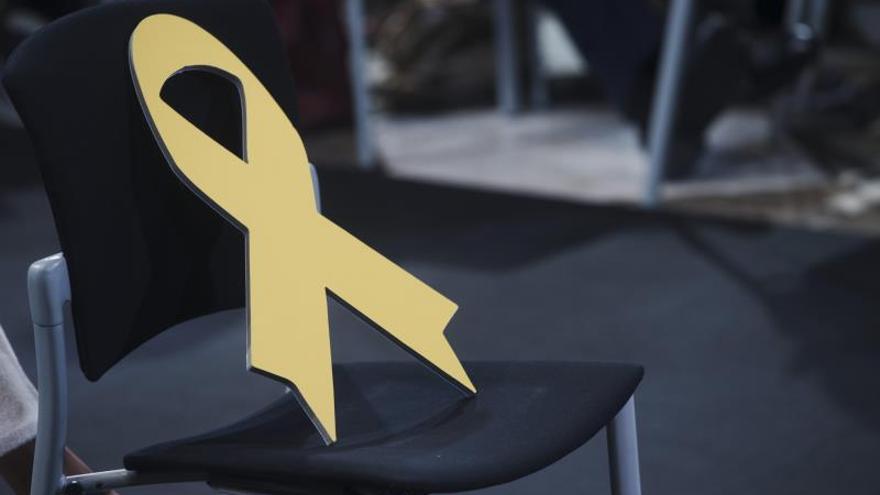 """El dilema de los lazos amarillos en el juicio del """"procés"""""""