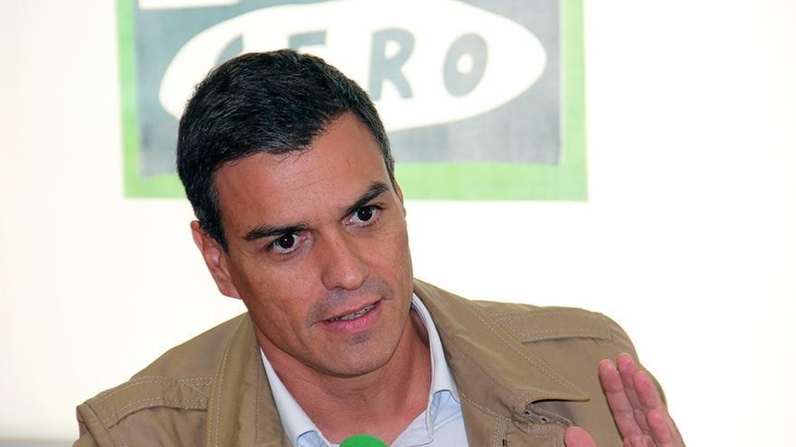 """Sánchez tacha a Rajoy de """"fraude"""" por reformar el TC tras pasar cuatro años diciendo que sus sentencias se cumplen"""