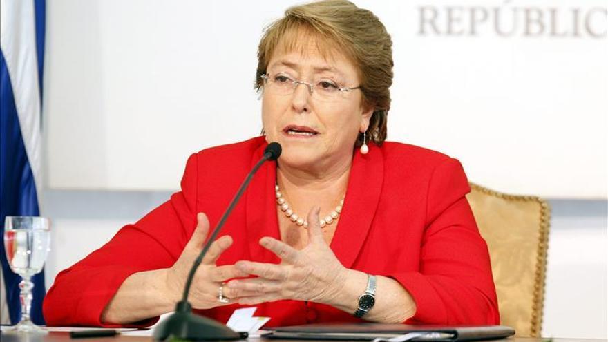 La aprobación a Bachelet baja al 29 por ciento en medio de la crisis política