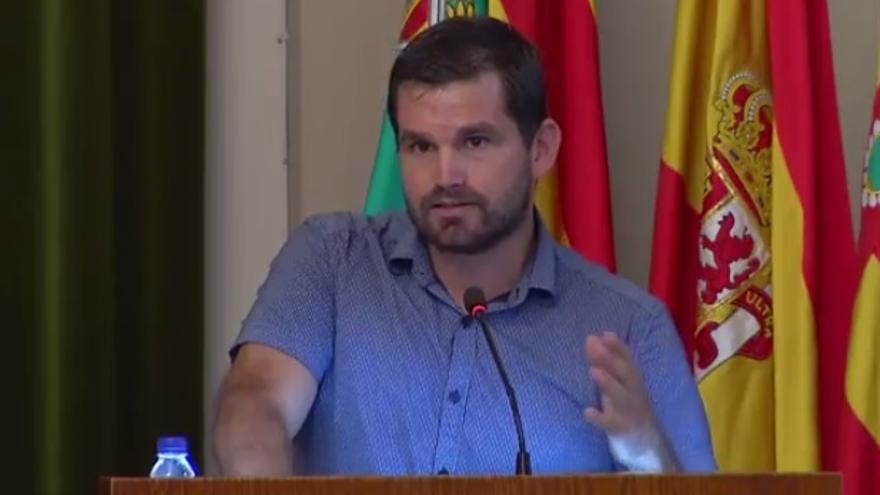 Enric Porcar, concejal de Educación del Ayuntamiento de Castellón, interviene en el Pleno municipal.