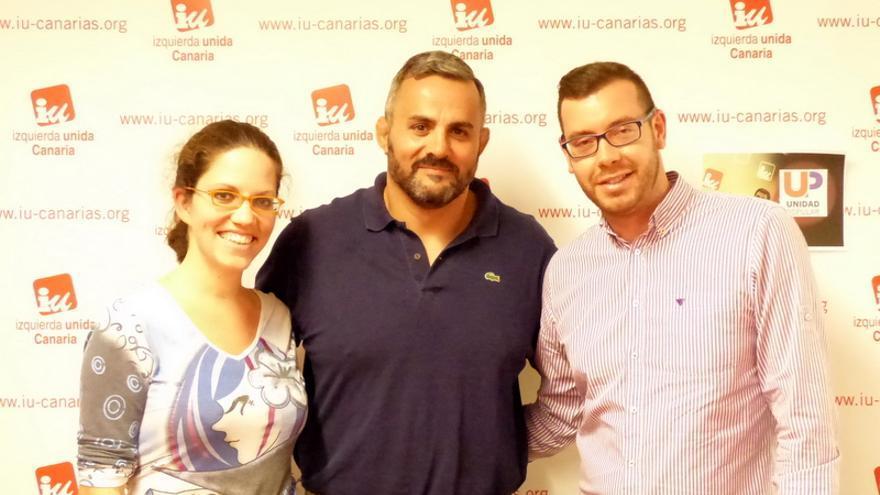 Alicia Domínguez, Francisco Hernández (c) y Saúl Gómez en la presentación de las candidaturas de IU-Unidad Popular al Congreso y Senado