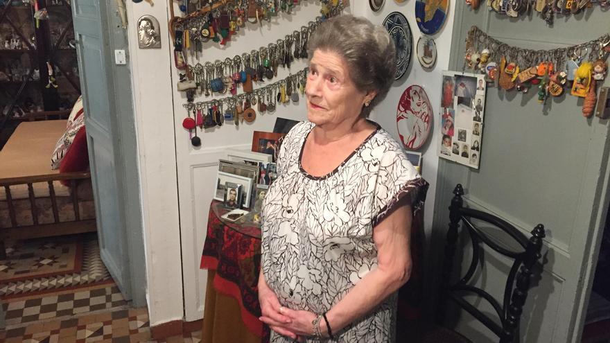 Teresa Ramón en el recibidor de su casa