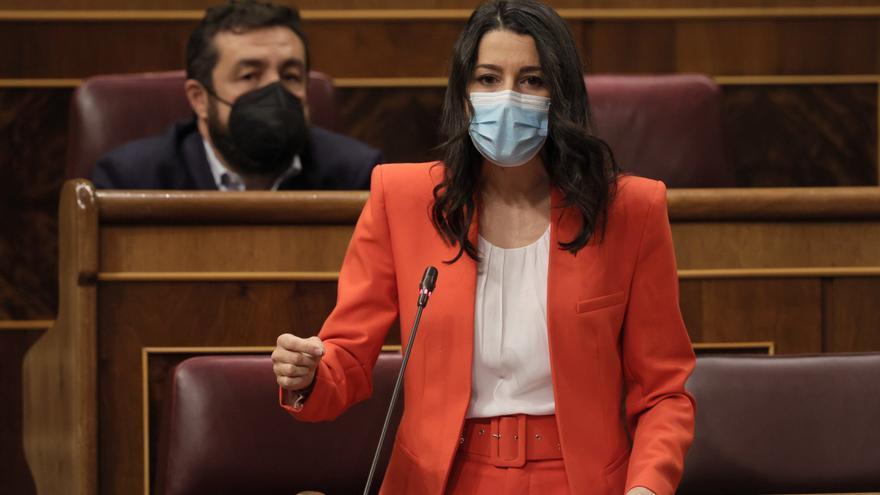 La presidenta de Ciudadanos, Inés Arrimadas, en su escaño en el Congreso de los Diputados.