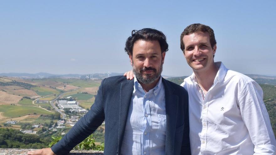 Guillermo Mariscal en una foto con Pablo Casado