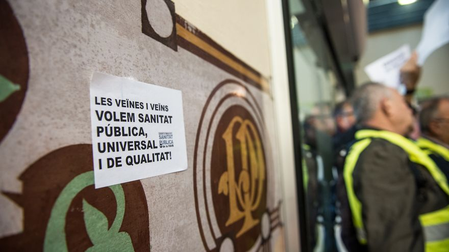 Mensaje de la FAVB en defensa de una sanidad pública. / © SANDRA LAZARO