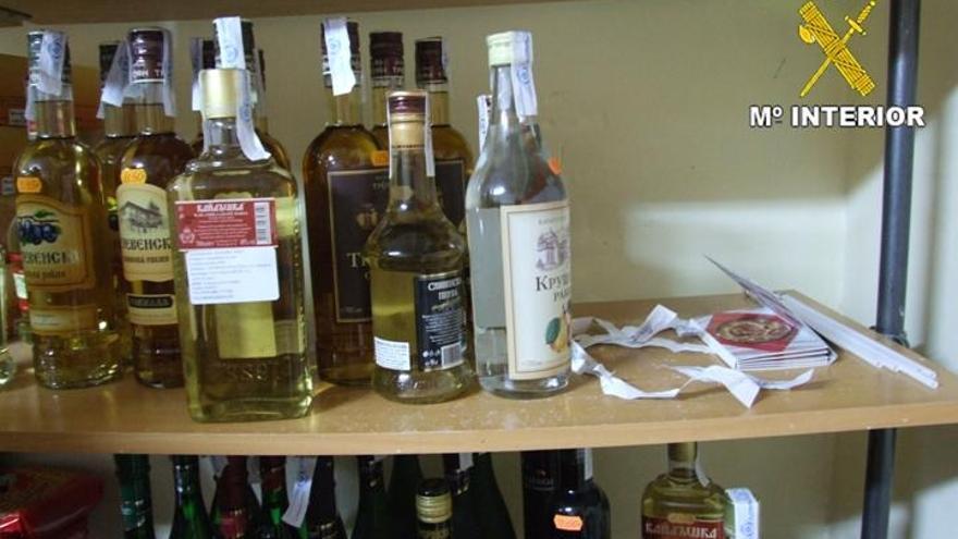 Una operación de la Guardia Civil intervino bebidas alcohólicas sin control sanitario y fiscal en una tienda.