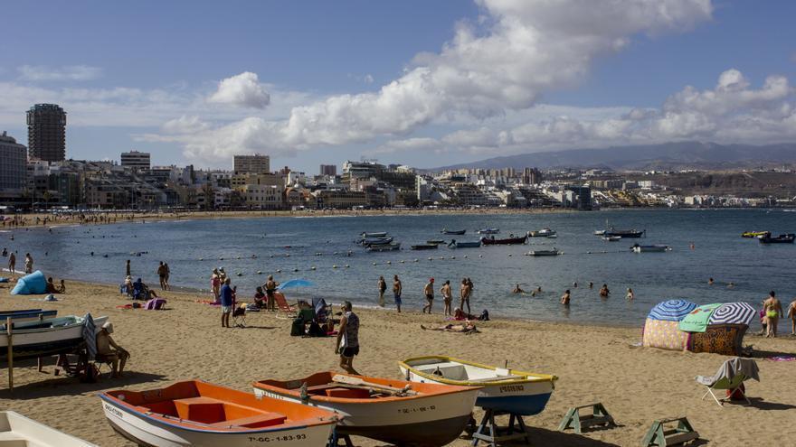 Una playa 9,1 sobre 10. Los turistas califican como excelente a la Playa de Las Canteras. JOSÉ J. JIMÉNEZ