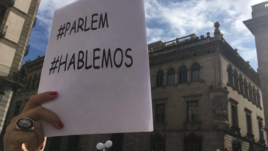 Pancarta por el diálogo durante una manifestación en Barcelona.