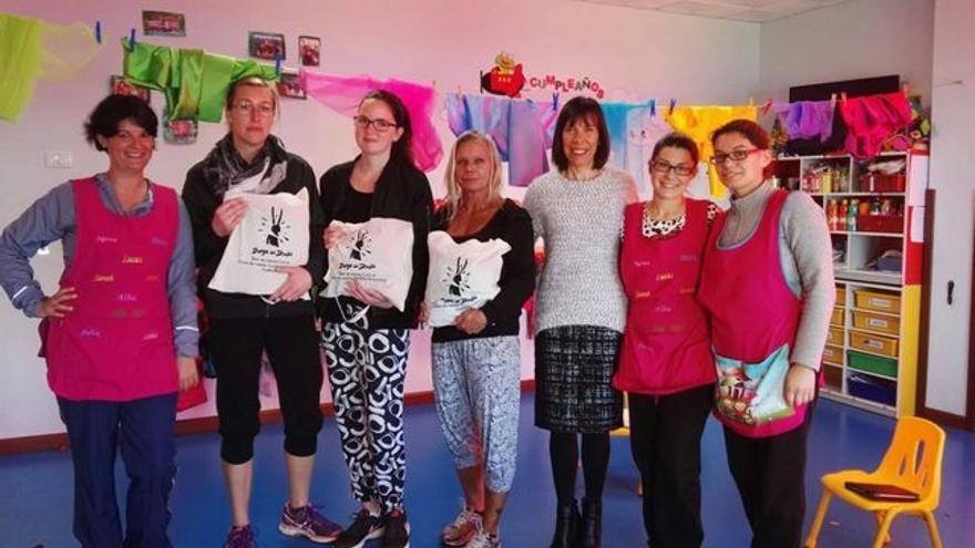 Jenny García con las docentes y educadoras suecas de la Escuela Infantil de Tijarafe.