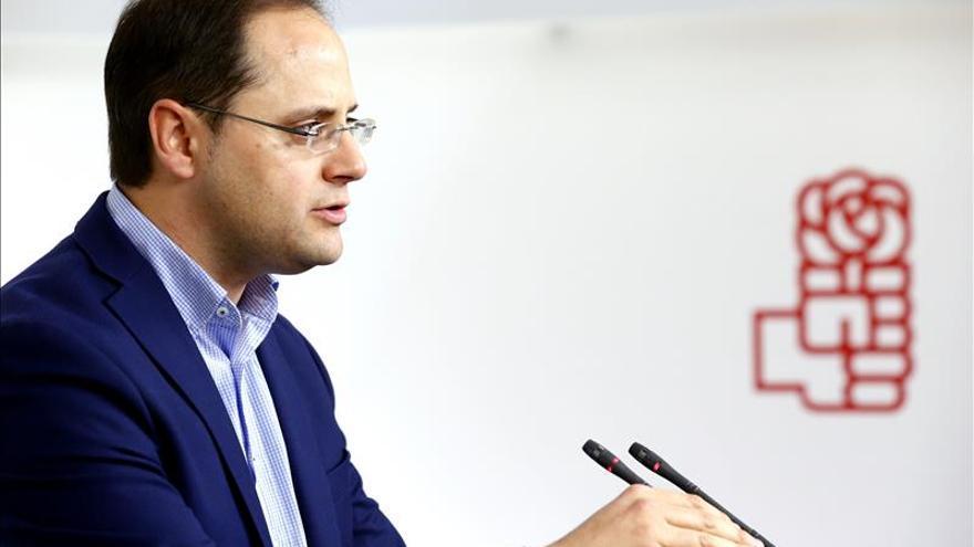 """El PSOE rechaza el pacto con Rajoy porque """"forma parte del pasado"""""""