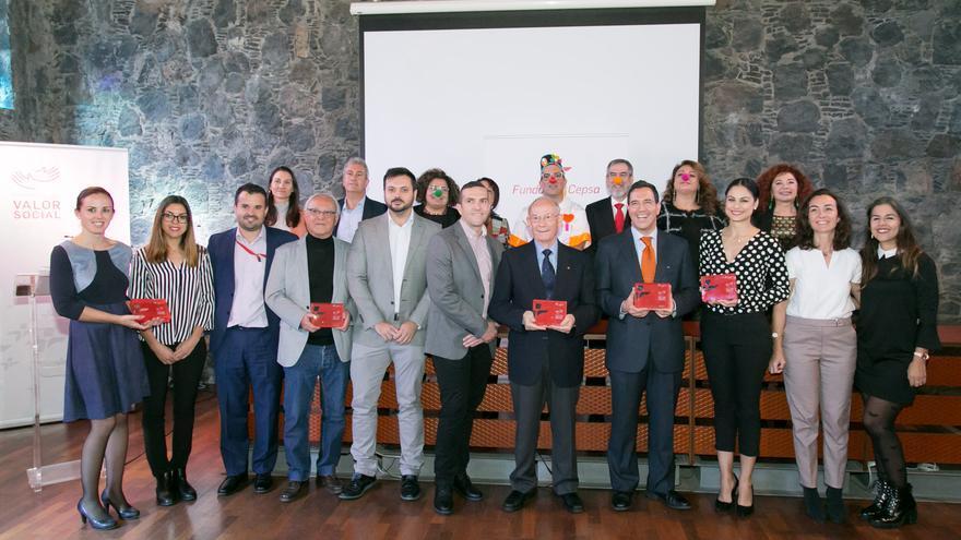 Foto de familia con todas las entidades premiadas en la edición de 2018