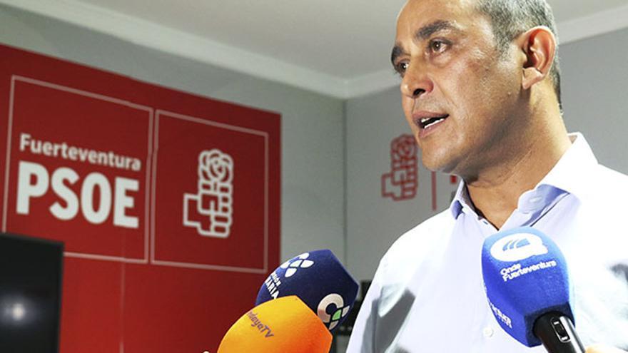 Blas Acosta en la sede del PSOE de Fuerteventura