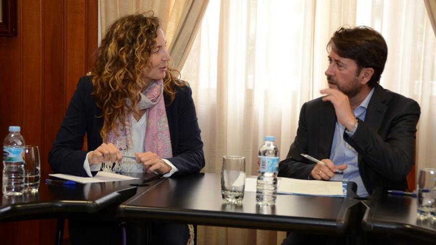 La consejera de Obras Públicas del Gobierno de Canarias, Ornella Chacón, y el presidente del Cabildo de Tenerife, Carlos Alonso