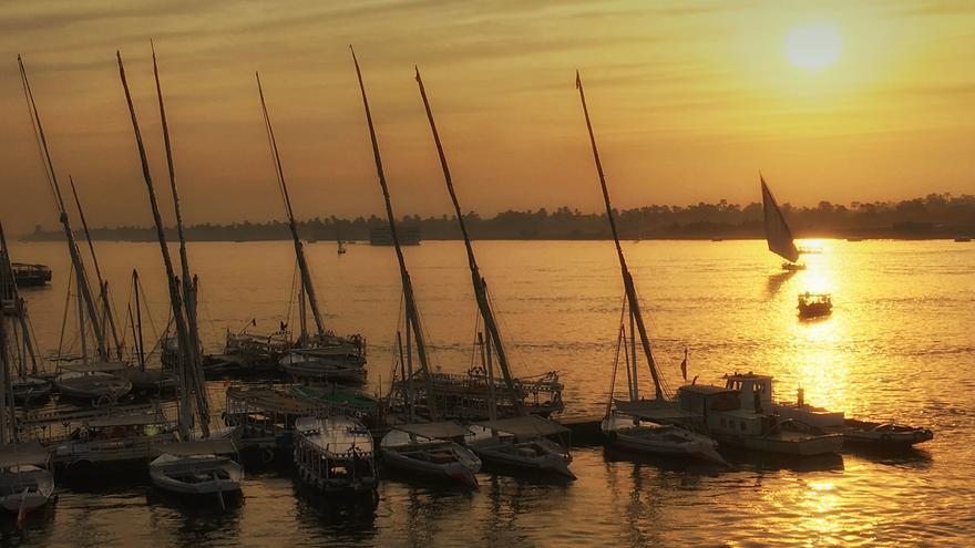 El Nilo divide en dos las dos 'Luxor': al naciente la de los vivos y al poniente, la de los muertos. Catherine Poh Huay Tan