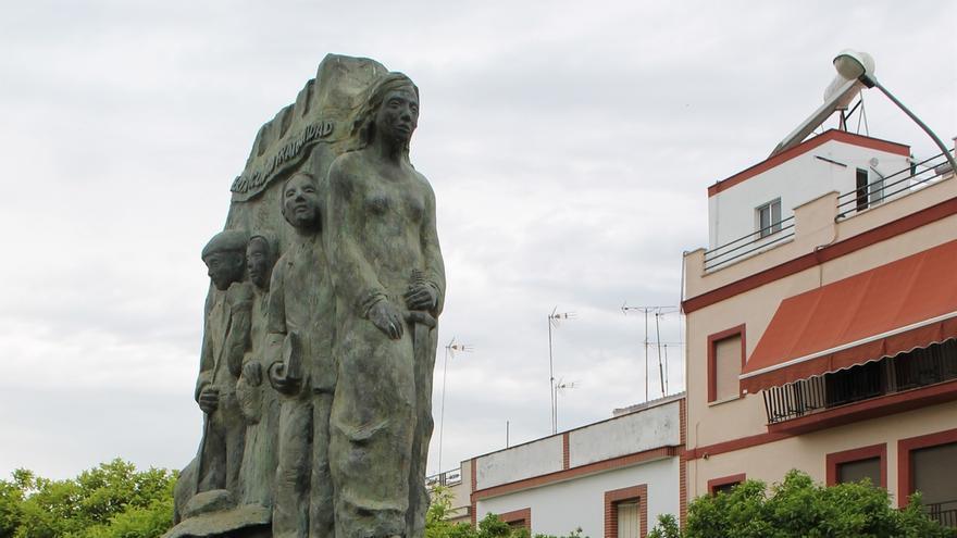 La asociación de memoria histórica de Coria señala la inminente retirada del monumento a las víctimas