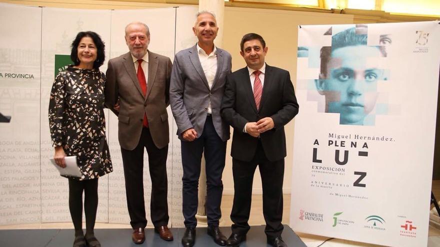 """La exposición """"Miguel Hernández a plena luz"""" amplía """"el universo hernandiano"""" y la """"voz"""" del poeta"""