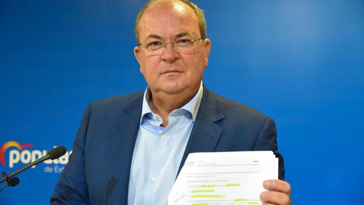 El presidente del PP de Extremadura, José Antonio Monago, en rueda de prensa.