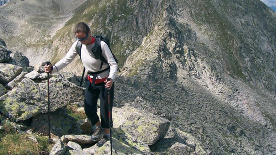 Belén Robles subiendo al pico Subenuix de 2.949 metros.