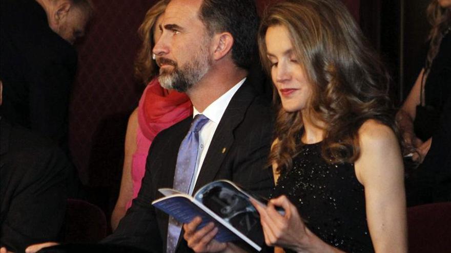 """Los Príncipes de Asturias asisten a la ópera """"L'Elisir d'Amore"""" en el Liceo"""