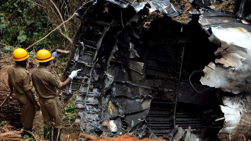 Diez muertos al estrellarse un avión militar en Nueva Delhi