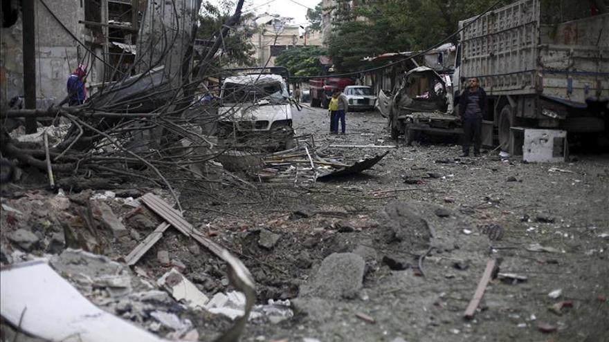 Siete muertos en bombardeos del régimen a un feudo rebelde cerca de Damasco