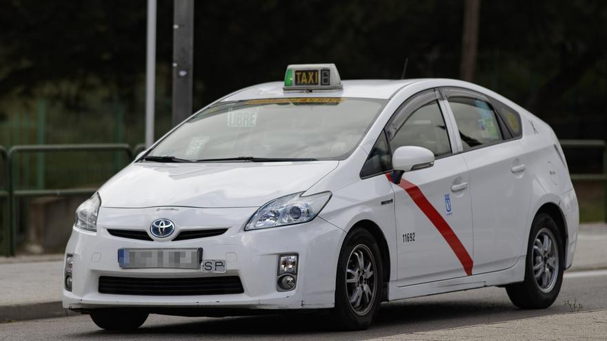 Los coches de taxi, Uber y Cabify sólo podrán llevar un viajero