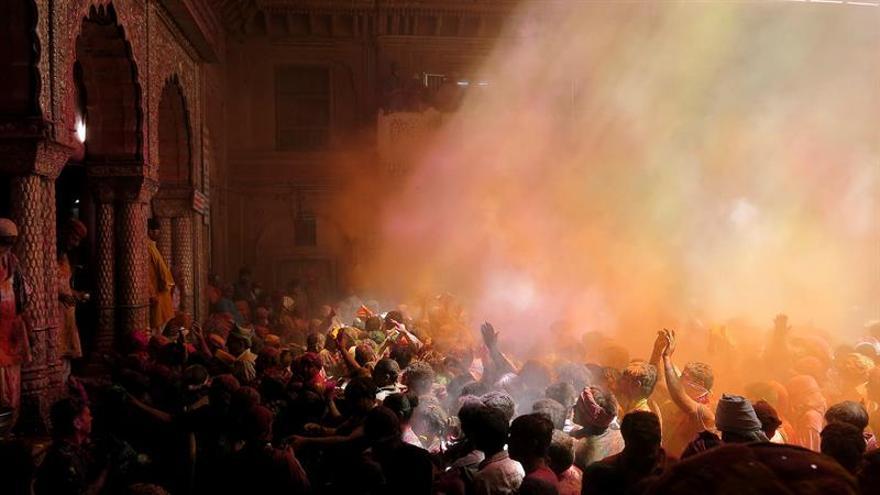 Los heridos ascienden a 350 en el incendio de un templo indio con 84 muertos