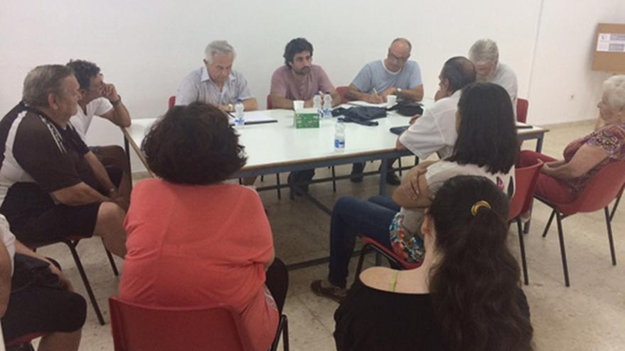 Reunión de Del Castillo con la asamblea de barrios ignorados.