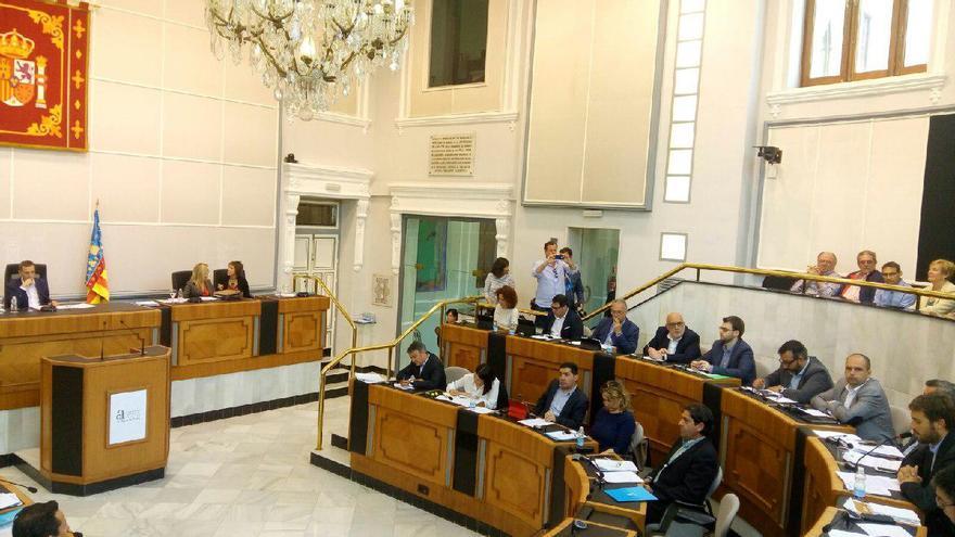 Gerard Fullana interviene en el pleno de la Diputación de Alicante