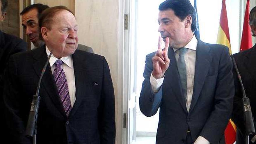 El presidente de Madrid, Ignacio González, con el magnate Sheldon Adelson.