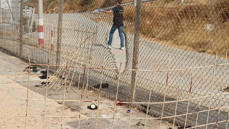 La valla de Ceuta tras la entrada de un grupo de migrantes este miércoles.