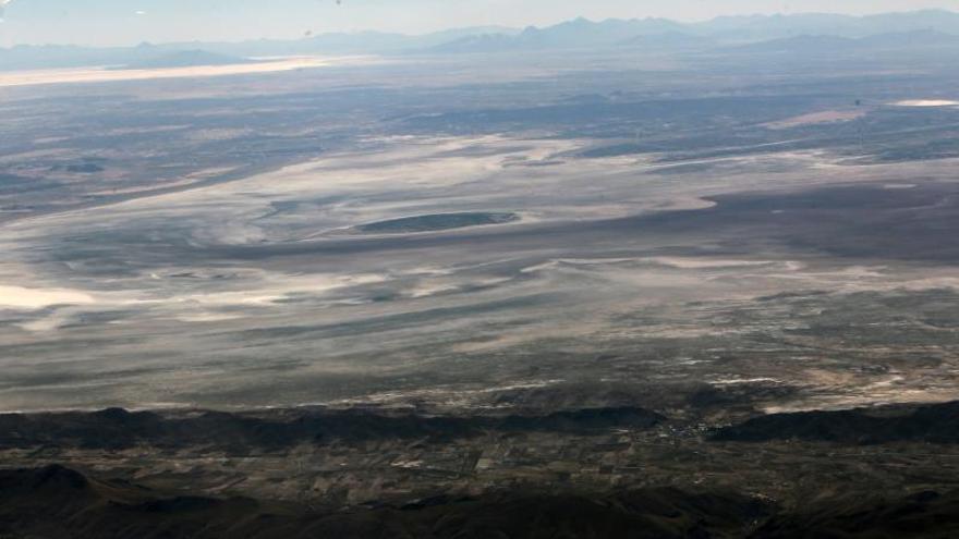 Organizaciones piden ayuda internacional para rescatar dos lagos en Bolivia