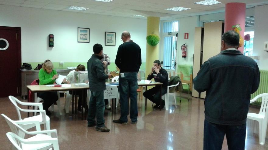 Los 727 colegios electorales vascos abren sus puertas sin incidencias