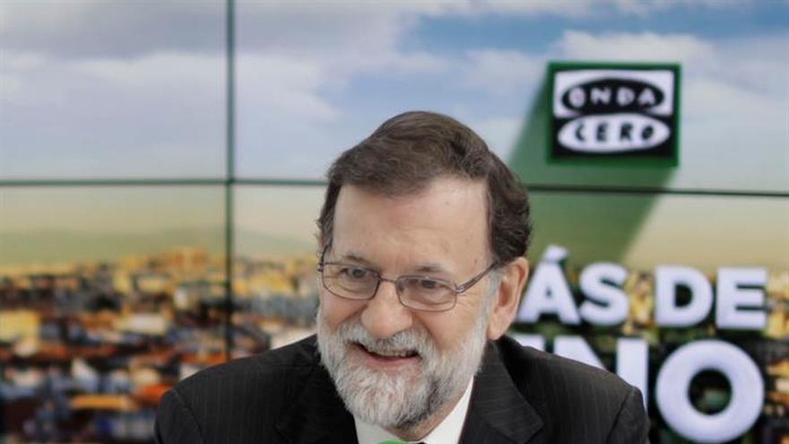 Rajoy dice que evitará la investidura de Puigdemont y duda de la candidatura de Junqueras