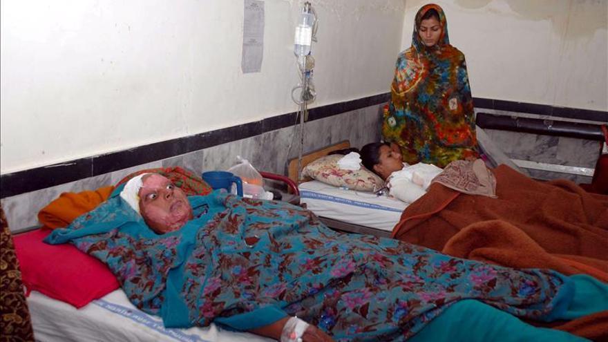 Un padre mata a su hija por 'honor' en Pakistán y lo disfraza de suicidio