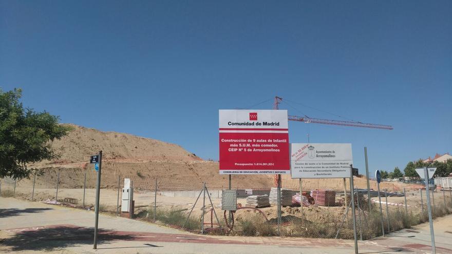 Estado de las obras del CEIP Averroes, en Arroyomolinos. / Y.M